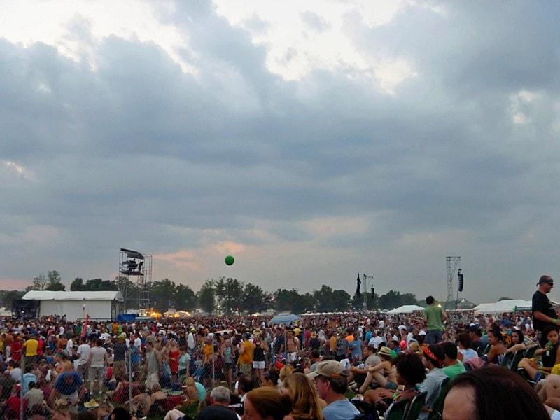 crowd for black keys bonnaroo
