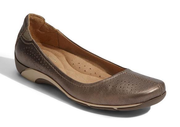 naturalizer yadira comfort flat commuter shoe
