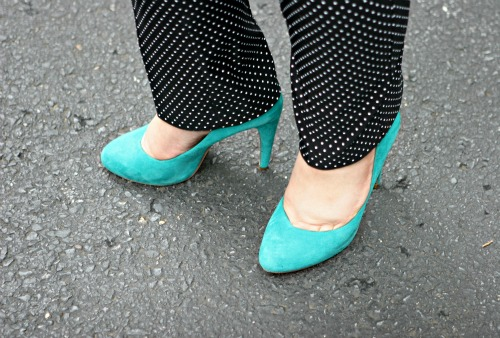 turquoise suede pumps