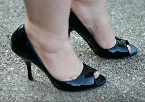 nine west black patent peep toe