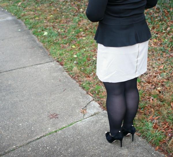 exposed back zipper skirt
