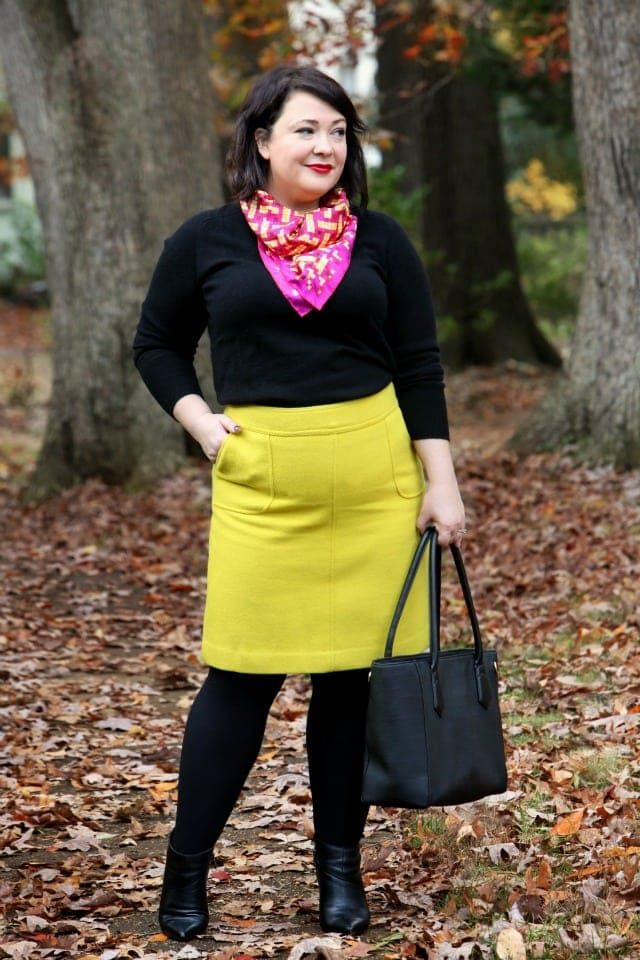 Wardrobe Oxygen wearing a Talbots Skirt and carrying a Dagne Dover tote