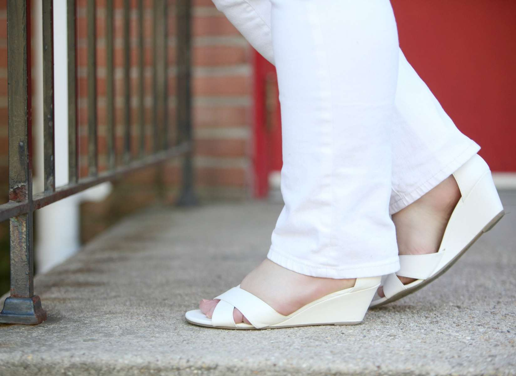 Over 40 fashion blogger Wardrobe Oxygen in a cold shoulder sweater, JAG jeans and Payless sandals