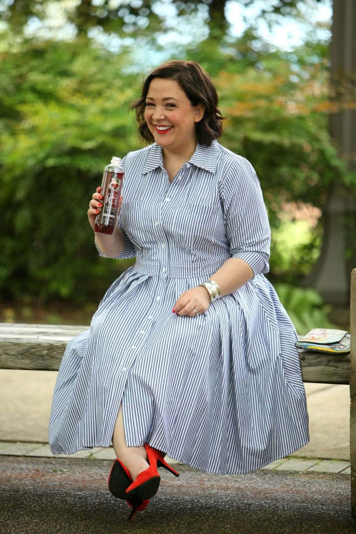 Wardrobe Oxygen: Over 40 fashion blogger wearing an Eliza J shirt dress and Nine West orange pumps