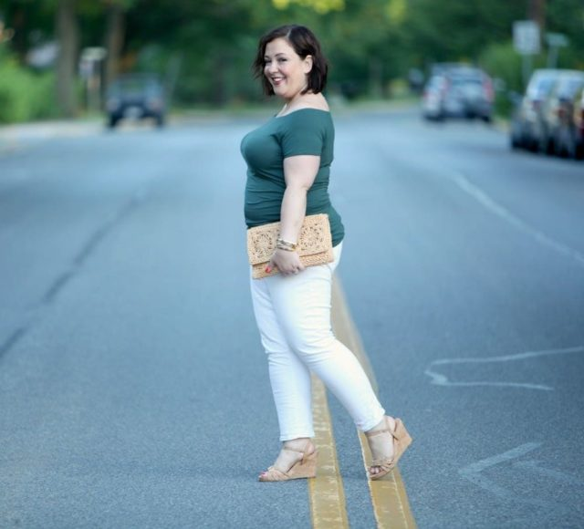 wardrobe oxygen over 40 fashion blogger wearing boden top and gap jeans