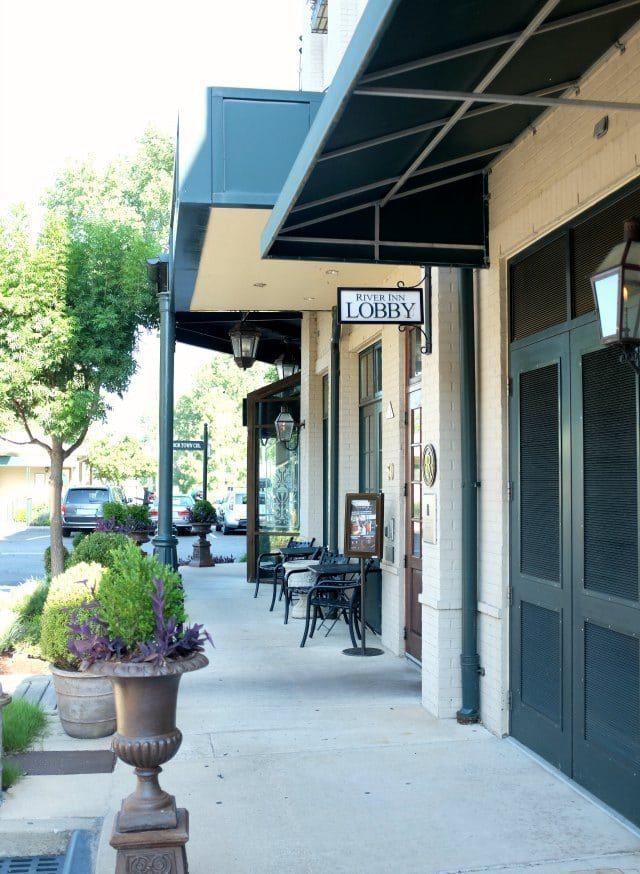 River Inn Memphis Lobby Entrance