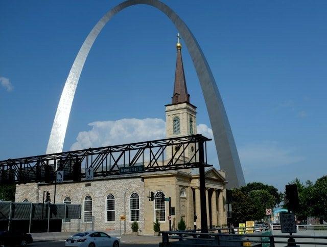 St. Louis The Gateway Arch - Wardrobe Oxygen