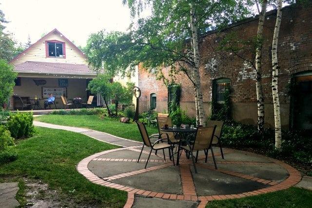 rochester hotel courtyard