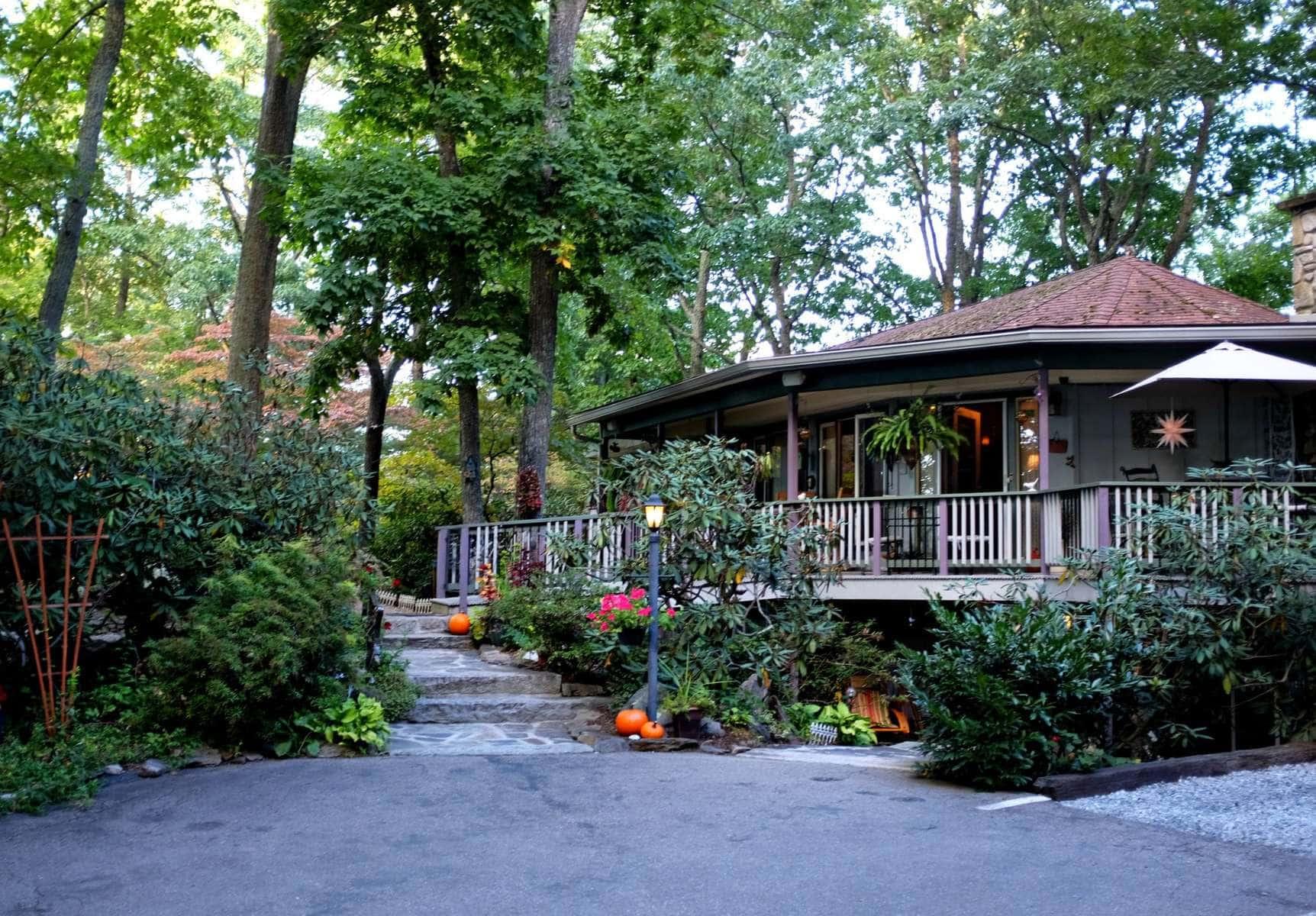 Crooked Oak Mountain Inn Asheville Review