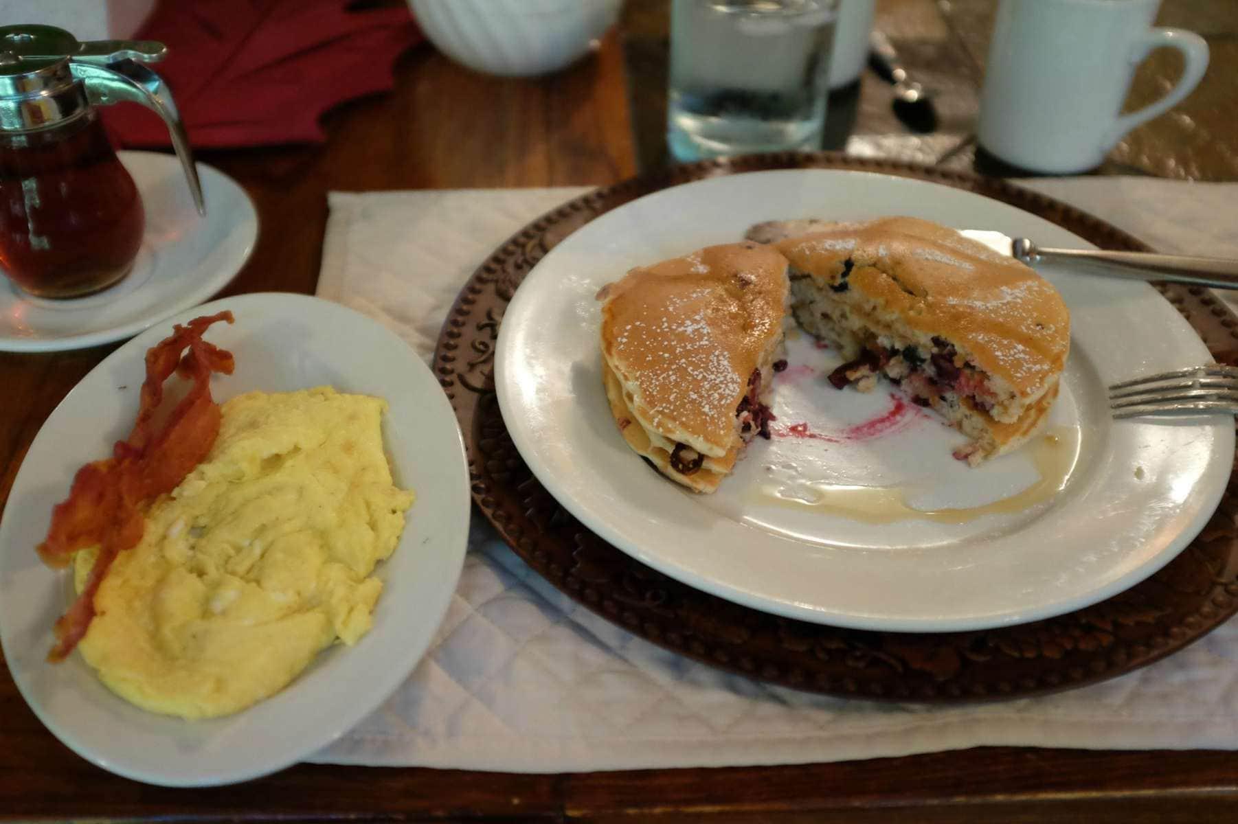 crooked-oak-mountain-inn-pancakes-breakfast
