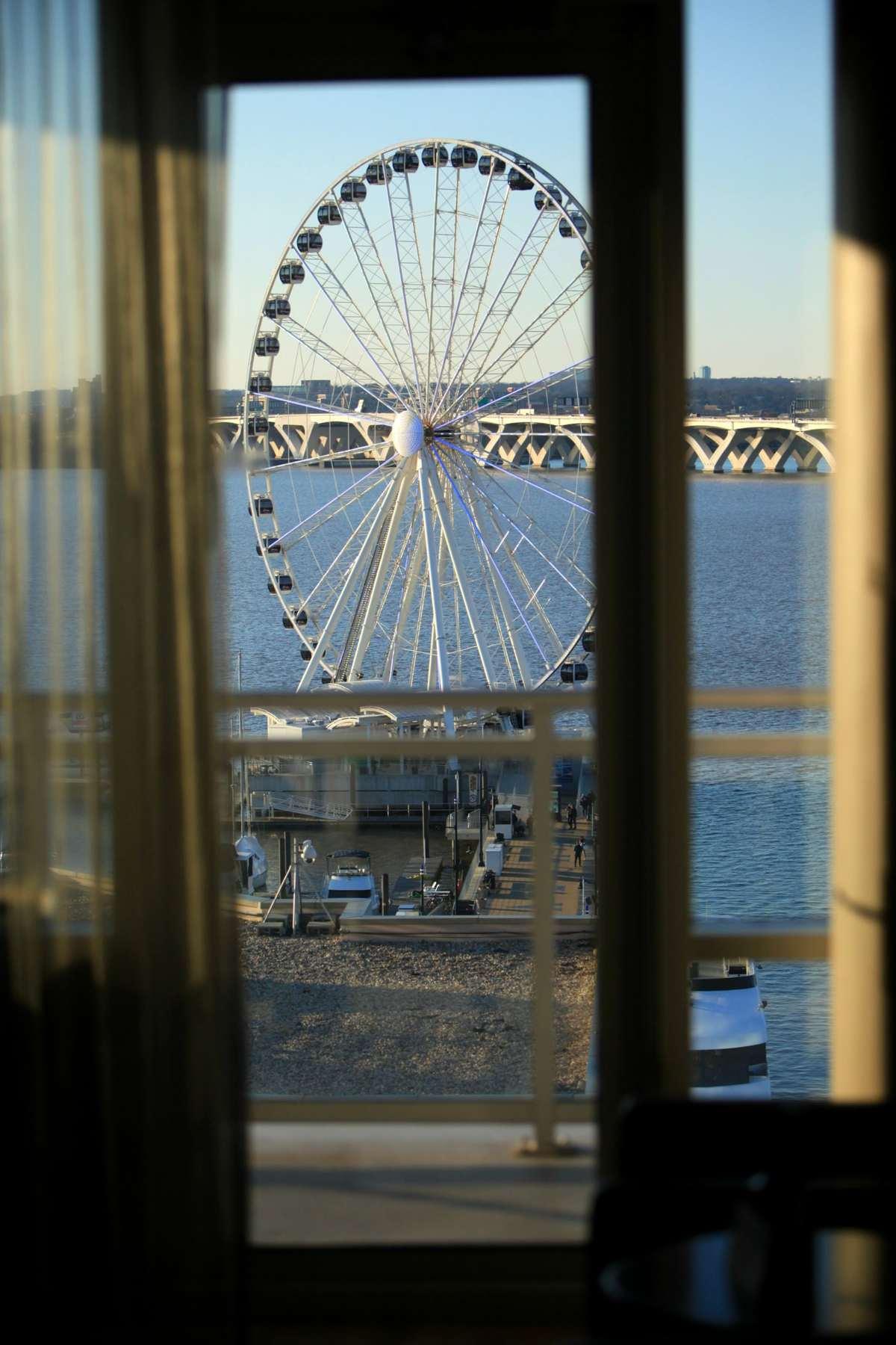 wardrobe oxygen ac hotel capital wheel view