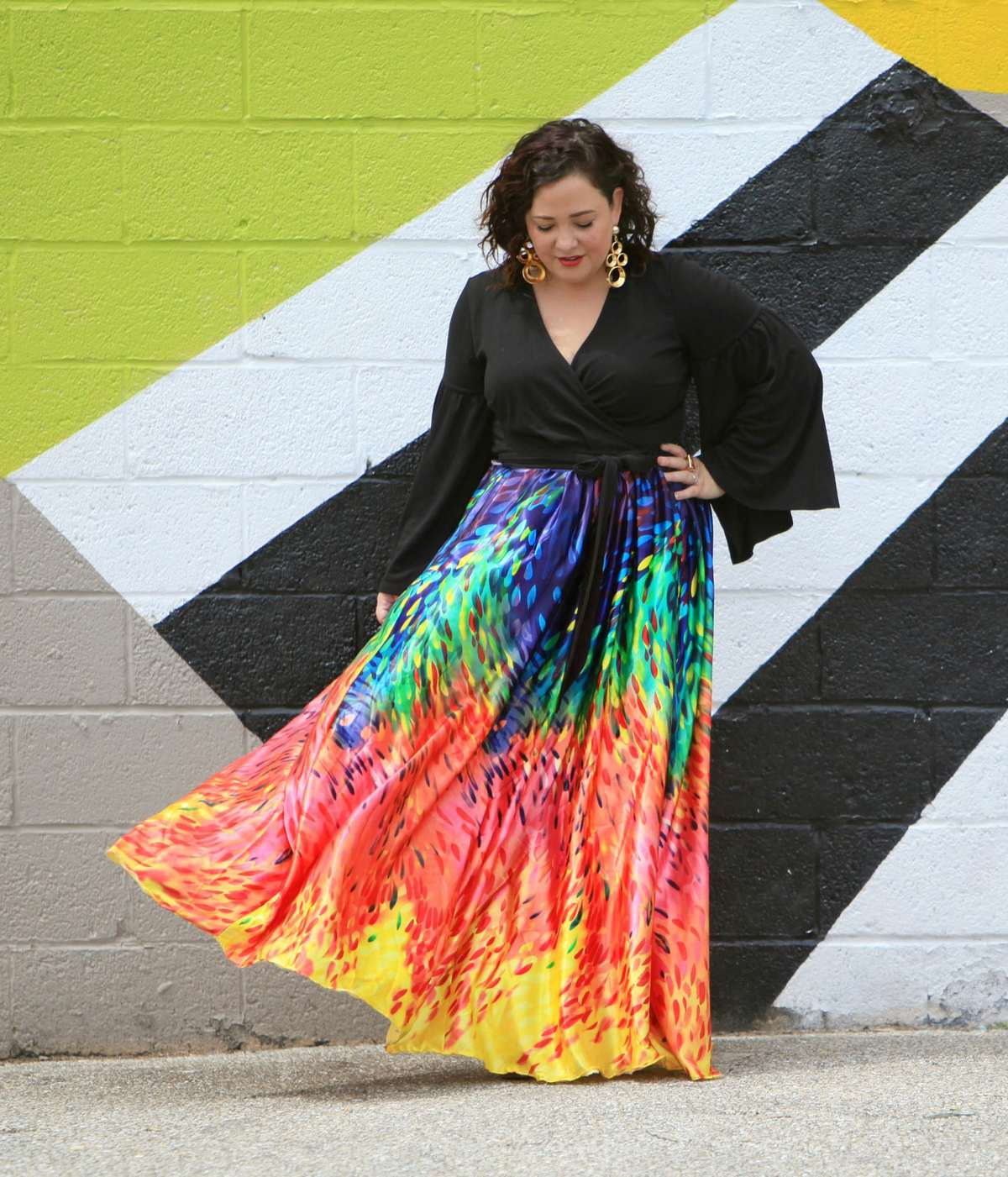 over 40 fashion blogger wardrobe oxygen in a colorful maxi skirt