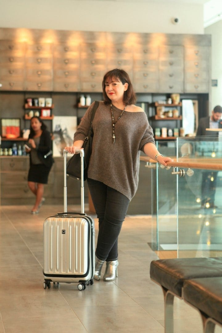 what to wear to the airport over 40