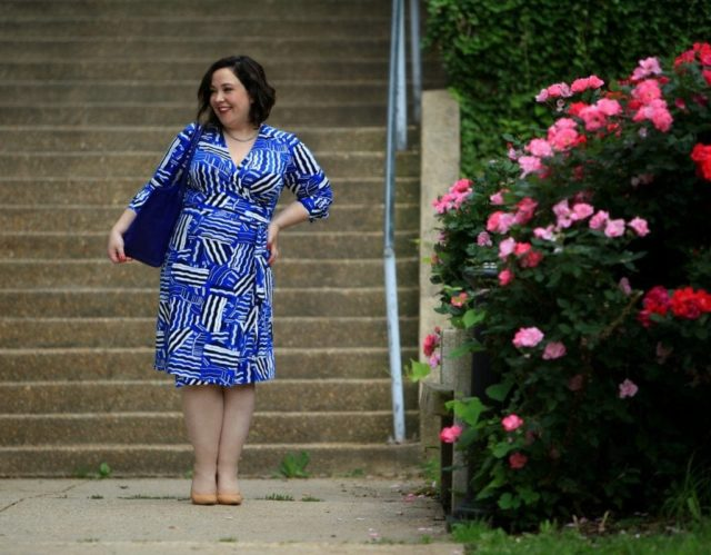 Can the Dagne Dover Legend Tote fit over the shoulder? - Dagne Dover Tote Legend vs Allyn review featured by popular Washington DC fashion blogger, Wardrobe Oxygen