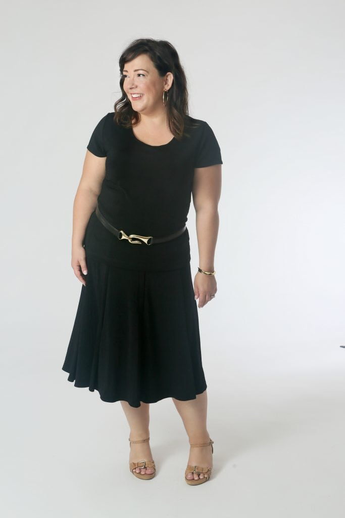 Hippie Shake: The scoop tee untucked over the skirt looked refined with the belt over it slung on the hips. Add wedge sandals and gold hoops for a look perfect for a night out at the resort.