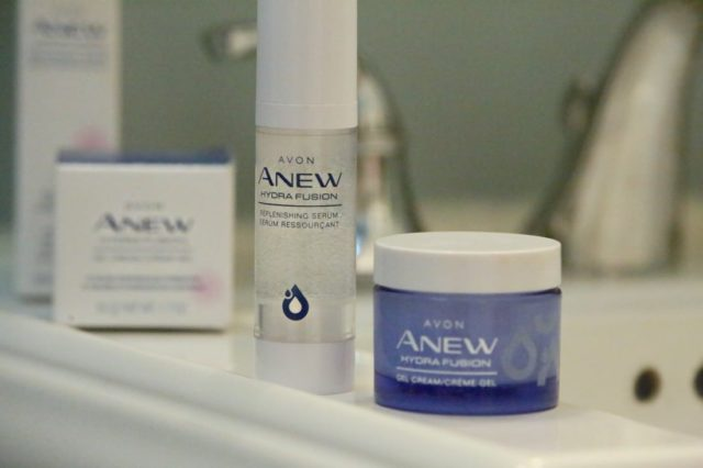 Avon Anew Hydra Boost Review featuring the Serum and Gel Cream infused with hyaluronic acid and raspberry antioxidant
