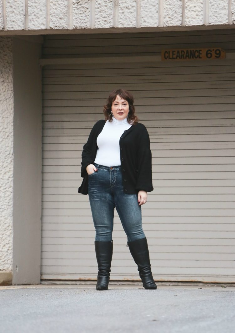 Wardrobe Oxygen reviewing the Universal Standard Foundation Mystery Box featuring the US Foundation Turtleneck, Siene Petite Jeans, and Mayon cardigan sweater