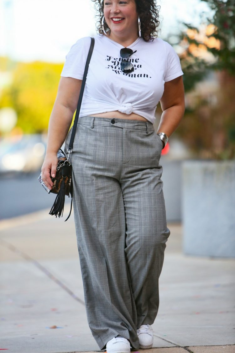 tie a t shirt cropped wide pants