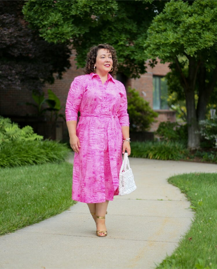 Pink poplin shirtdress from Chico's as seen on Alison of Wardrobe Oxygen. She has it belted and styled the dress with a vintage white crocheted frame purse and gold Margaux Uptown Sandals