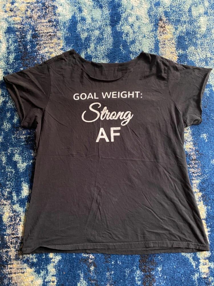 how to cut a t shirt feminine fit 1