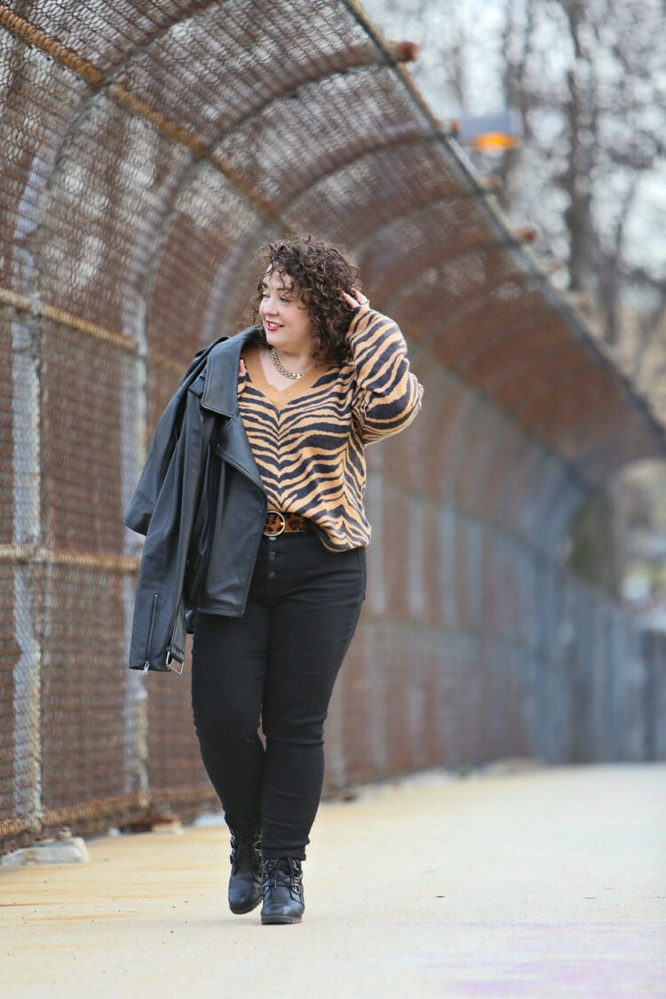 how to tuck in a sweater: real-life tips for curvy women by wardrobe oxygen